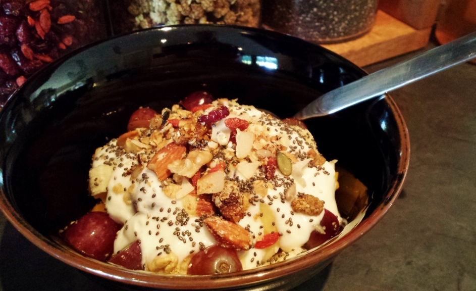 Isabel Essen_Healthy Eats_Home-made granola with yogurt